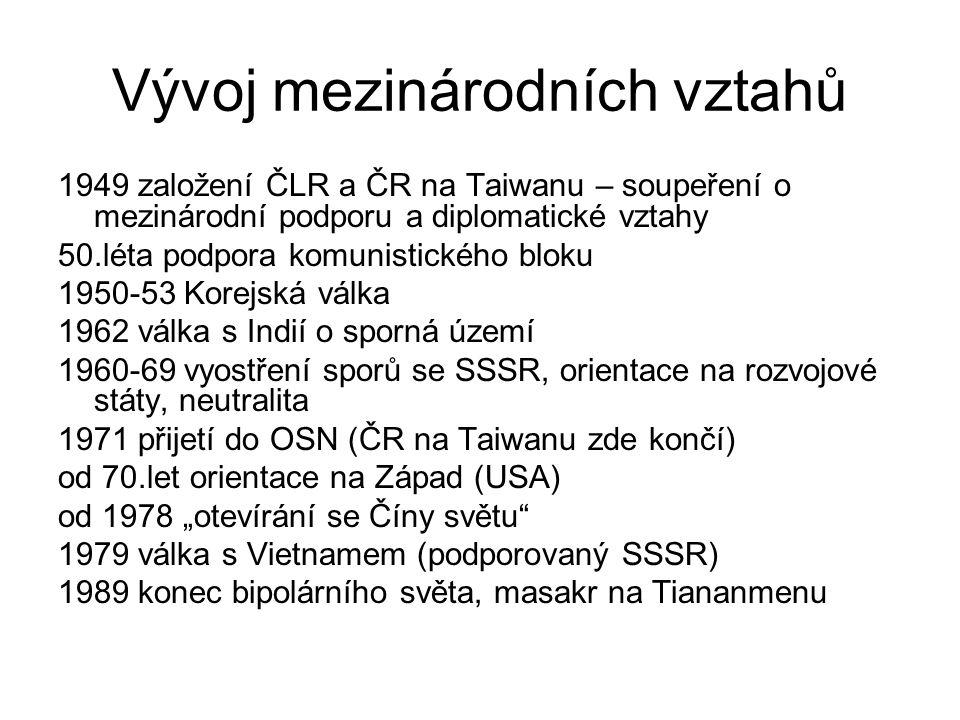 Vývoj mezinárodních vztahů 1949 založení ČLR a ČR na Taiwanu – soupeření o mezinárodní podporu a diplomatické vztahy 50.léta podpora komunistického bl