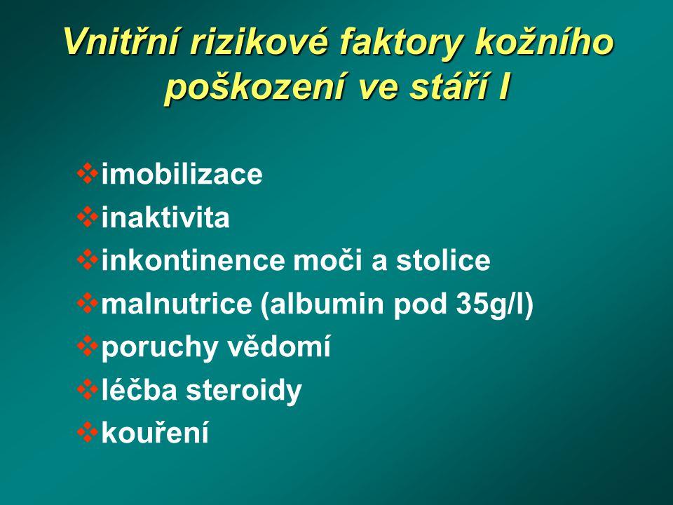 Vnitřní rizikové faktory kožního poškození ve stáří I  imobilizace  inaktivita  inkontinence moči a stolice  malnutrice (albumin pod 35g/l)  poru
