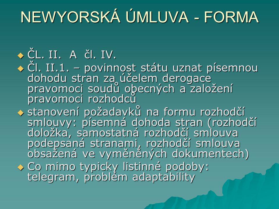 NEWYORSKÁ ÚMLUVA - FORMA  ČL. II. A čl. IV.  Čl. II.1. – povinnost státu uznat písemnou dohodu stran za účelem derogace pravomoci soudů obecných a z