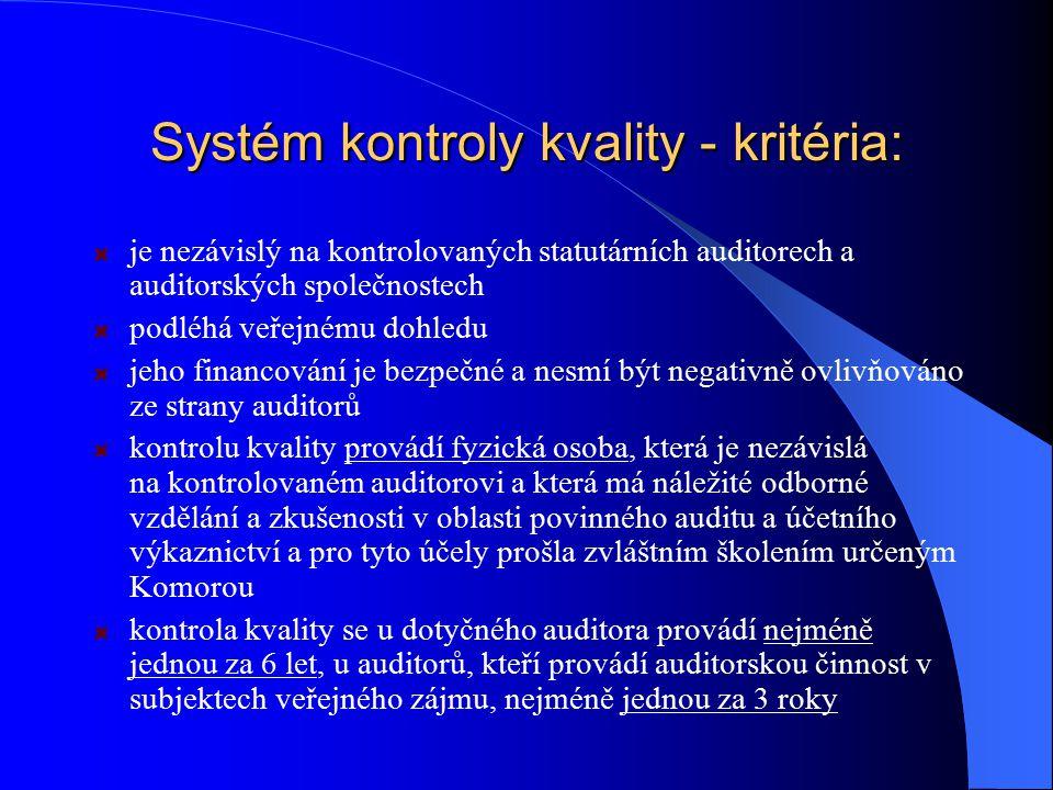 Systém kontroly kvality - kritéria: je nezávislý na kontrolovaných statutárních auditorech a auditorských společnostech podléhá veřejnému dohledu jeho
