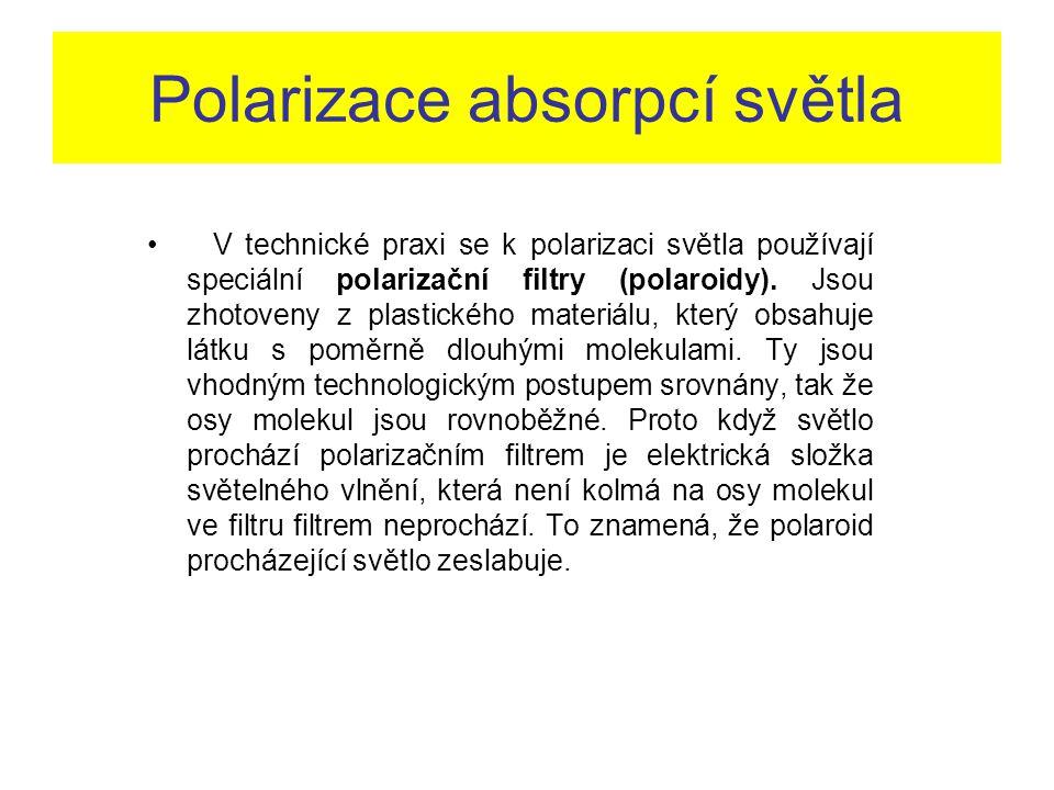 Polarizace absorpcí světla V technické praxi se k polarizaci světla používají speciální polarizační filtry (polaroidy). Jsou zhotoveny z plastického m