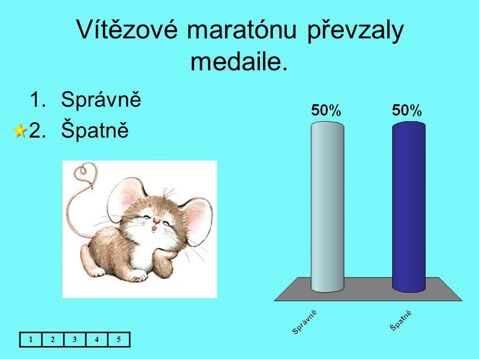 Vítězové maratónu převzaly medaile. 12345 1.Správně 2.Špatně