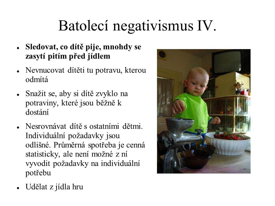 Batolecí negativismus IV. Sledovat, co dítě pije, mnohdy se zasytí pitím před jídlem Nevnucovat dítěti tu potravu, kterou odmítá Snažit se, aby si dít