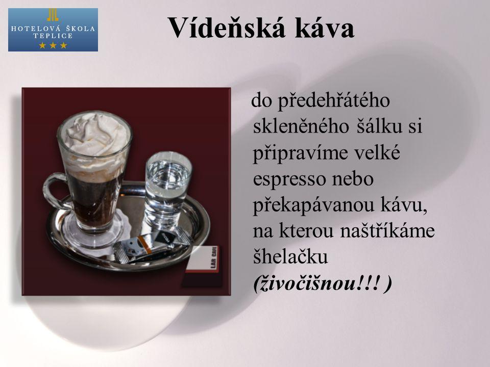 Vídeňská káva do předehřátého skleněného šálku si připravíme velké espresso nebo překapávanou kávu, na kterou naštříkáme šhelačku (živočišnou!!! )