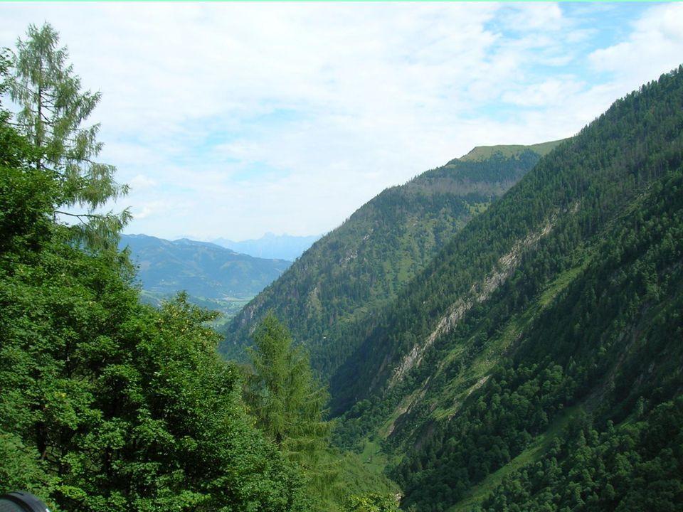 Přehrady Mooserboden se nacházejí poblíž známých rakouských měst Zell am See a Kaprun.