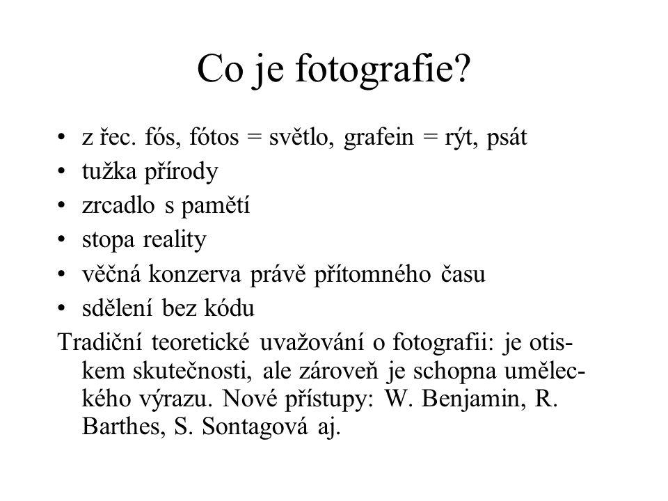 Co je fotografie? z řec. fós, fótos = světlo, grafein = rýt, psát tužka přírody zrcadlo s pamětí stopa reality věčná konzerva právě přítomného času sd