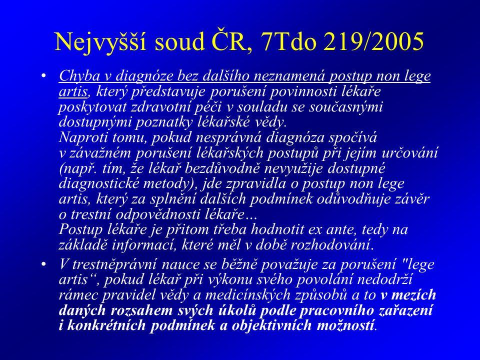 Nejvyšší soud ČR, 7Tdo 219/2005 Chyba v diagnóze bez dalšího neznamená postup non lege artis, který představuje porušení povinnosti lékaře poskytovat zdravotní péči v souladu se současnými dostupnými poznatky lékařské vědy.