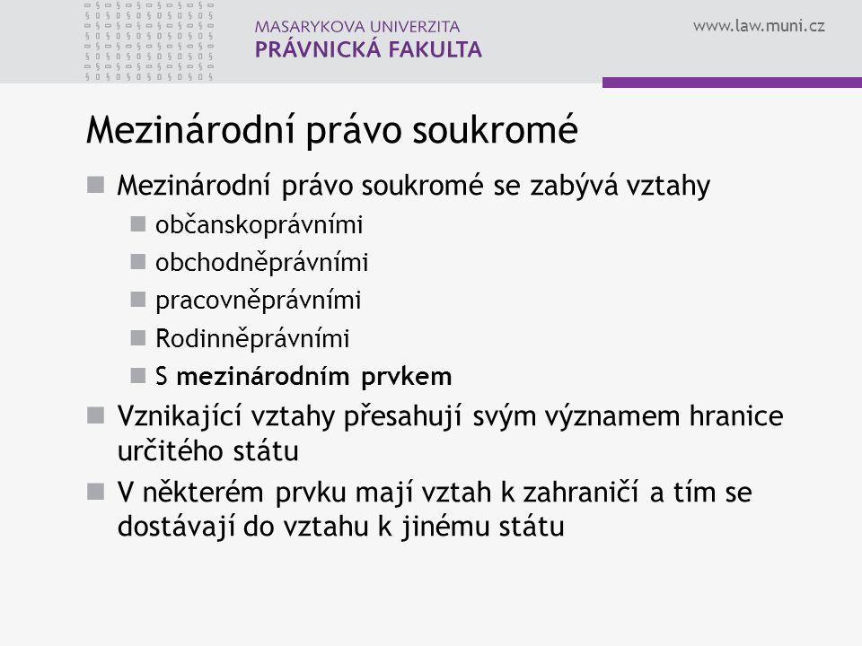 www.law.muni.cz Mezinárodní právo soukromé Mezinárodní právo soukromé se zabývá vztahy občanskoprávními obchodněprávními pracovněprávními Rodinněprávn