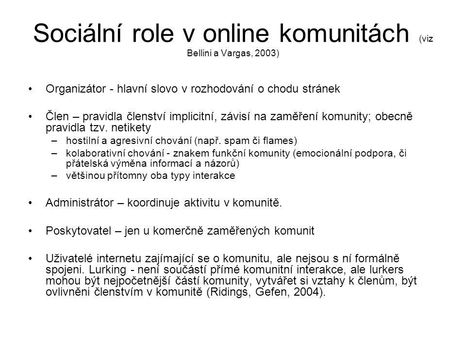Sociální role v online komunitách (viz Bellini a Vargas, 2003) Organizátor - hlavní slovo v rozhodování o chodu stránek Člen – pravidla členství implicitní, závisí na zaměření komunity; obecně pravidla tzv.