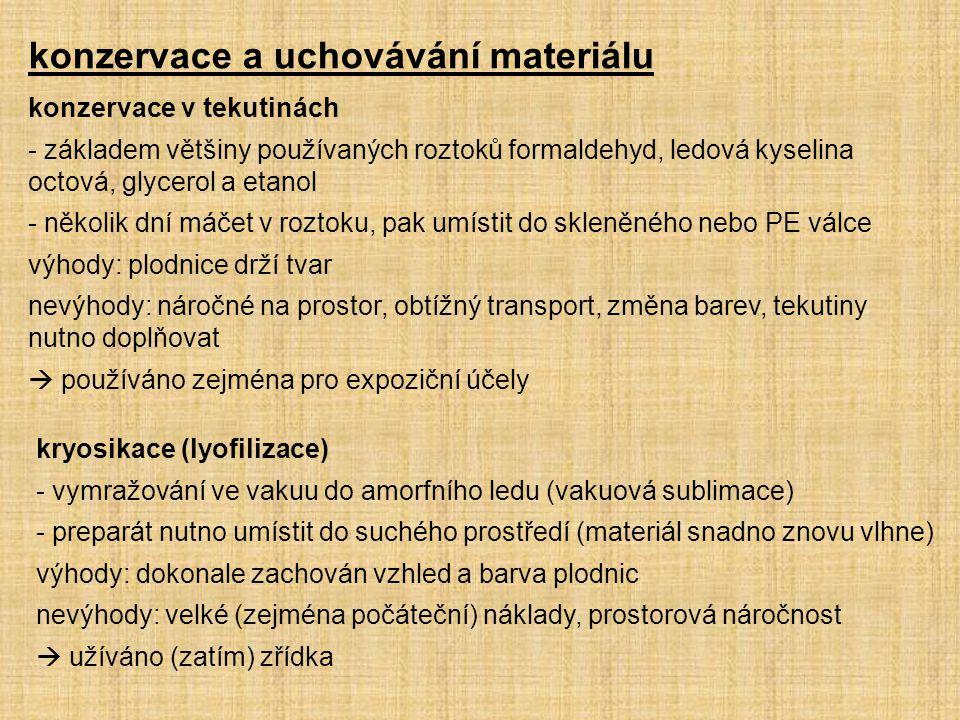 konzervace a uchovávání materiálu konzervace v tekutinách - základem většiny používaných roztoků formaldehyd, ledová kyselina octová, glycerol a etano