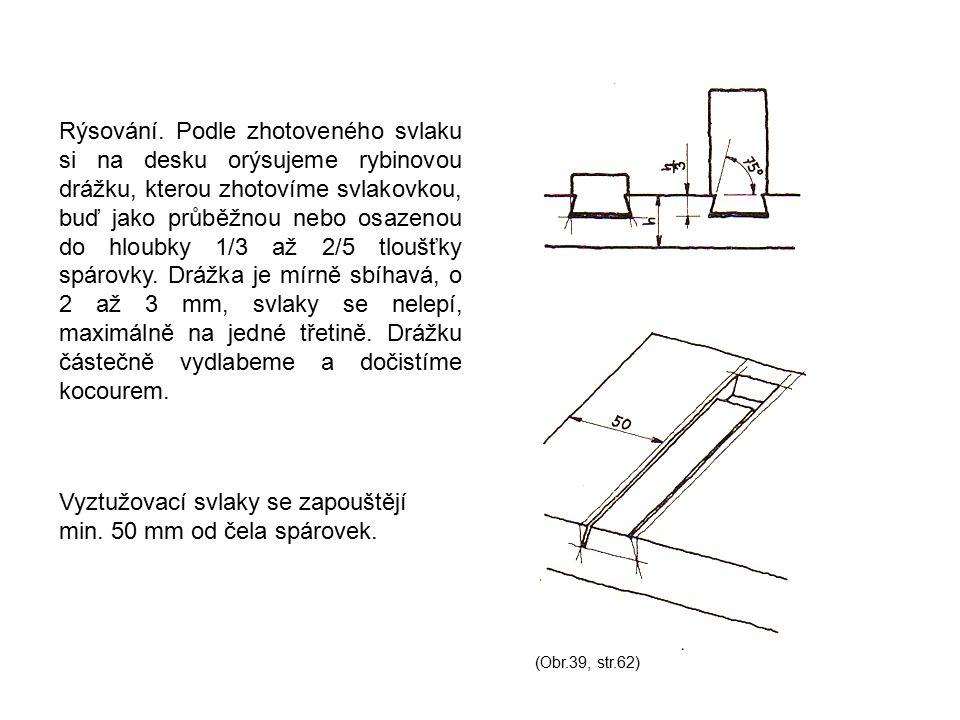 Rýsování. Podle zhotoveného svlaku si na desku orýsujeme rybinovou drážku, kterou zhotovíme svlakovkou, buď jako průběžnou nebo osazenou do hloubky 1/