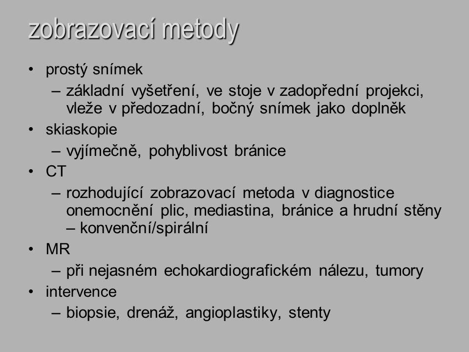 plicní edém – intersticiální je charakterizovaný přítomností tekutiny v intersticiu > 25 mm Hg je přítomný zejména v akutní fázi srdečního selhávání poslechově není pro klinika detekovatelný RTG známky – snížená transparence plicních polí - zamlžení centrálních partií plic - vymizelá ostrá kontura cév - Kerleyovi linie – A, B