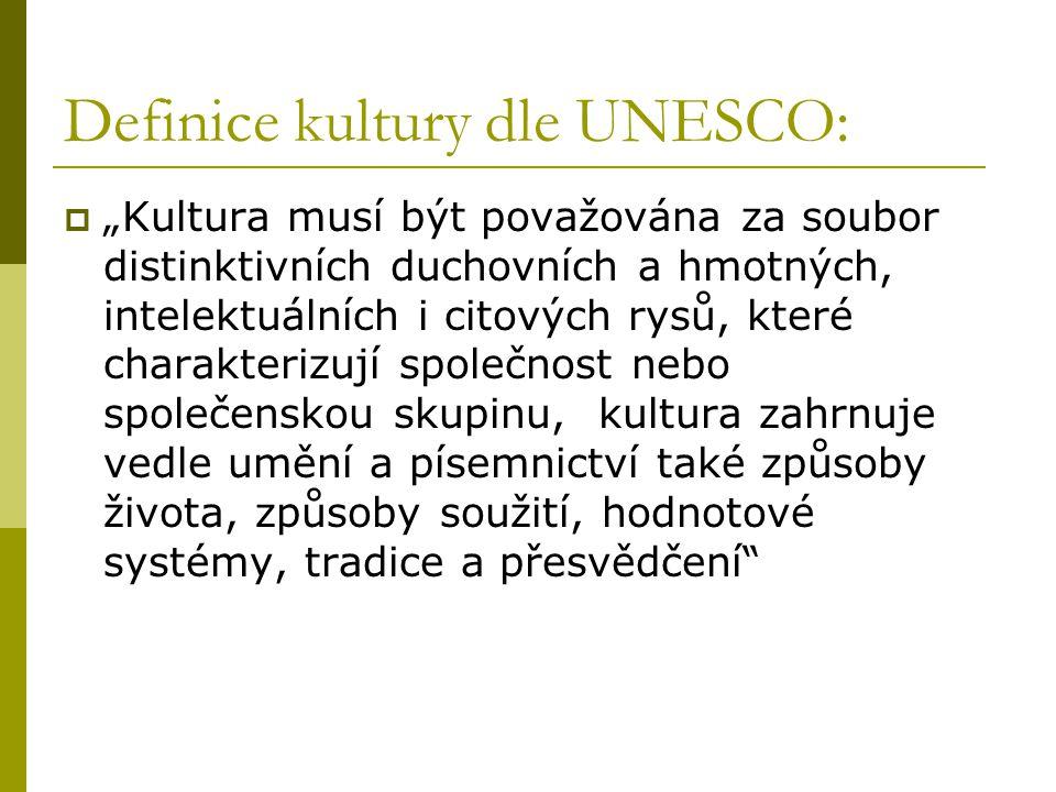 """Definice kultury dle UNESCO:  """"Kultura musí být považována za soubor distinktivních duchovních a hmotných, intelektuálních i citových rysů, které charakterizují společnost nebo společenskou skupinu, kultura zahrnuje vedle umění a písemnictví také způsoby života, způsoby soužití, hodnotové systémy, tradice a přesvědčení"""