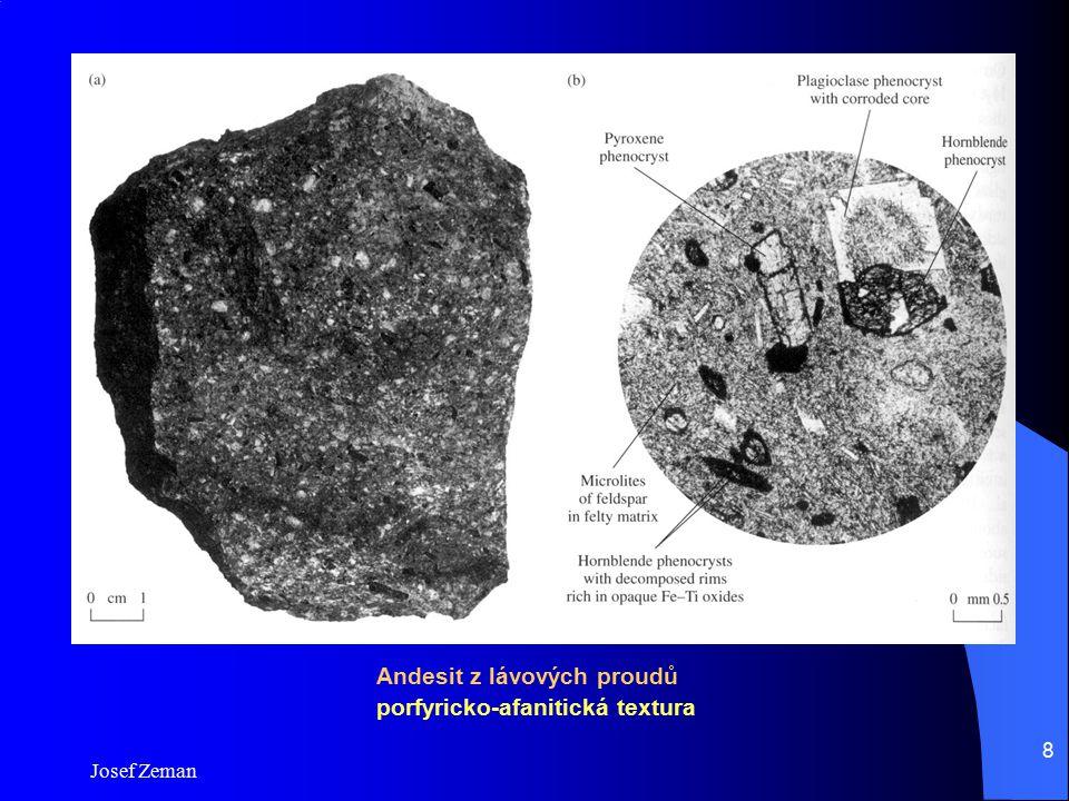 Josef Zeman 8 Andesit z lávových proudů porfyricko-afanitická textura