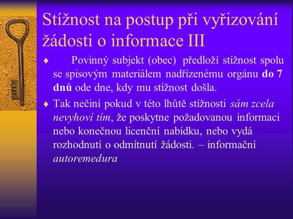 Stížnost na postup při vyřizování žádosti o informace III  Povinný subjekt (obec) předloží stížnost spolu se spisovým materiálem nadřízenému orgánu d