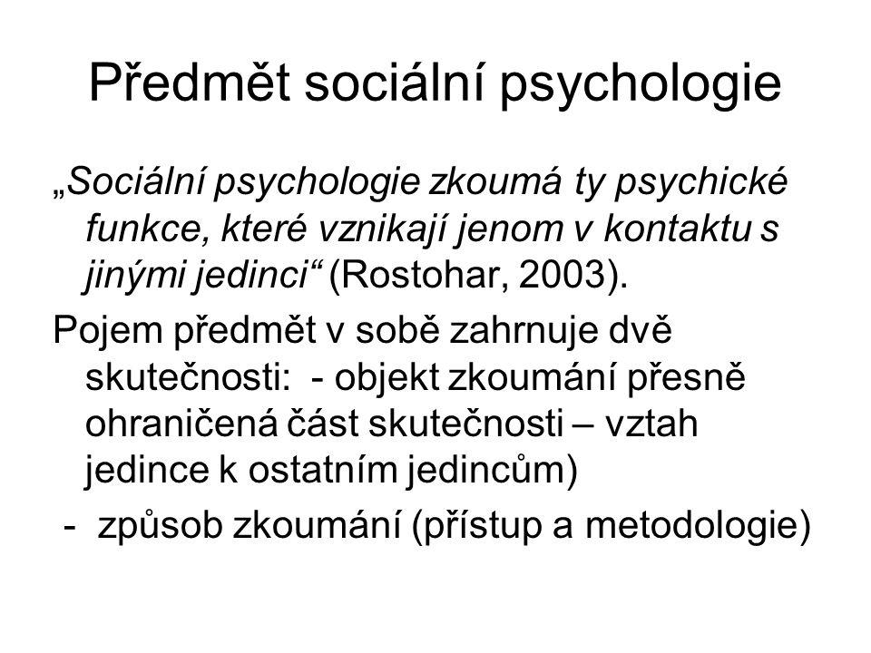 """Předmět sociální psychologie """"Sociální psychologie zkoumá ty psychické funkce, které vznikají jenom v kontaktu s jinými jedinci"""" (Rostohar, 2003). Poj"""