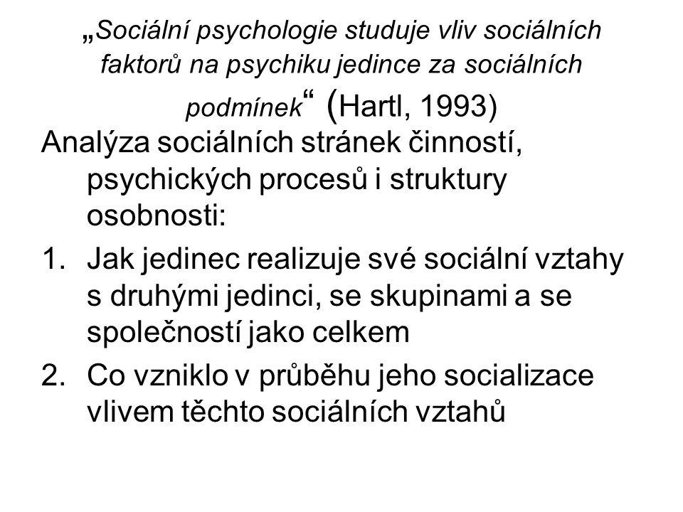 """"""" Sociální psychologie studuje vliv sociálních faktorů na psychiku jedince za sociálních podmínek """" ( Hartl, 1993) Analýza sociálních stránek činností"""