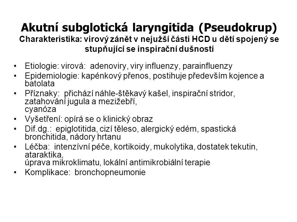 Akutní zánět středního ucha Charakteristika: zánět sliznice středoušní dutiny a Eustachovy trubice Etiologie: virová: respirační viry bakteriální: Streptococcus pneumoniae, Haemophilus influenzae, Moraxella catarrhalis Epidemiologie: kapénkový přenos, postihuje především dětský věk, epidemických výskyt v chladných měsících Příznaky: bolesti ucha, respirační infekce, horečka, rýma, porucha sluchu, neklid Vyšetření: opírá se o otoskopii- Dif.dg.: zánět zevního zvukovodu, KHCD, cerumen, cizí těleso Léčba: medikamentózní - antipyretika, antihistaminika, nesteroidní antiflogistika vasokonstrikční přípravky Antibiotika dle klinického stavu a při event.komplikacích s výsledkem mikrobiologie, Empiricky aminopeniciliny, Další volba aminopeniciliny s inhibitory beta laktamázy, cefalosporiny II.