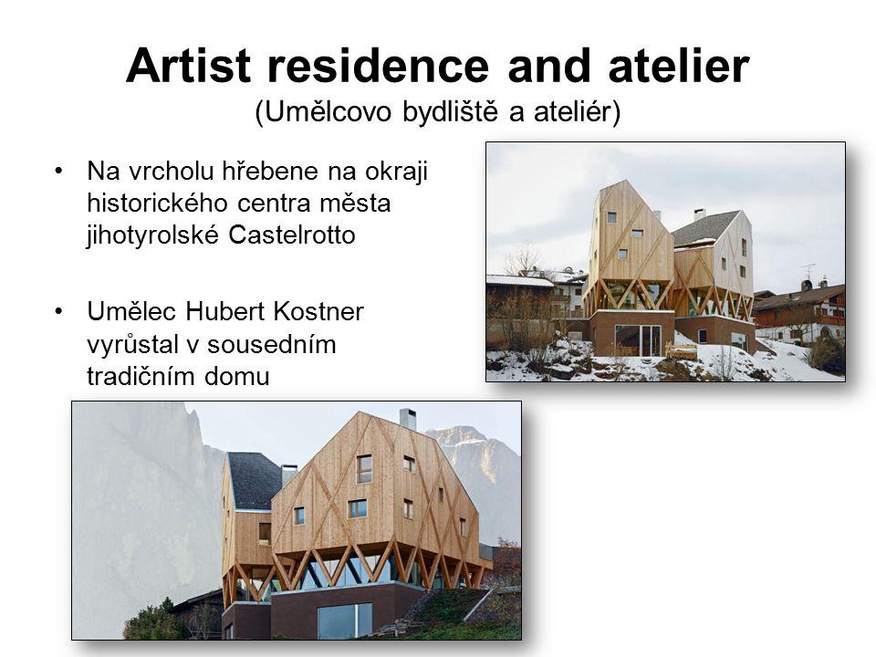 Artist residence and atelier (Umělcovo bydliště a ateliér) Na vrcholu hřebene na okraji historického centra města jihotyrolské Castelrotto Umělec Hubert Kostner vyrůstal v sousedním tradičním domu