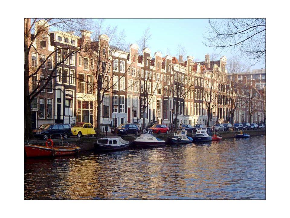 """Poldry Pro Nizozemí je charakteristický staletý """"boj s mořem ."""