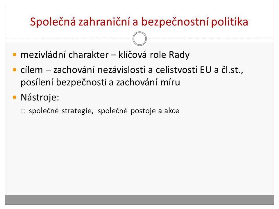 Společná zahraniční a bezpečnostní politika mezivládní charakter – klíčová role Rady cílem – zachování nezávislosti a celistvosti EU a čl.st., posílen