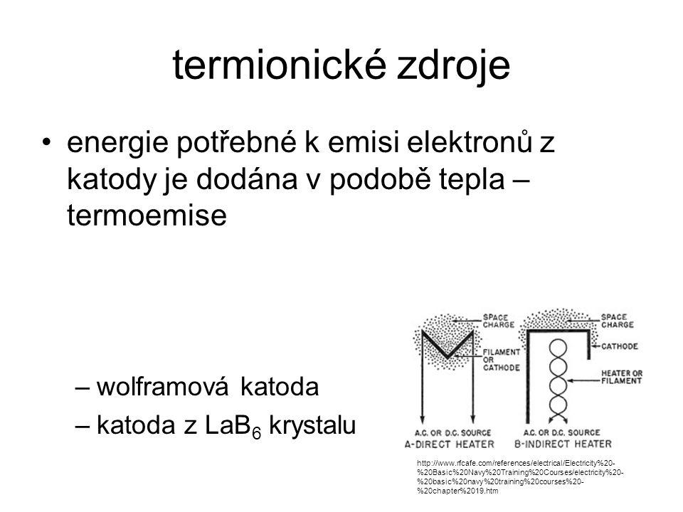 """studený """"field emission zdroj emise elektronovým polem –emise elektronů z katody (monokrystal W, hrot) je vyvolána silným elektrostatickým polem, pro kovy obvykle více než 1 GV/m –potenciál elektrostatického pole je silně závislý na E f – work function –vyžaduje vakuum kolem 1.5 10 -7 Pa první anoda slouží k extrakci elektronů druhá anoda slouží k urychlení elektronů"""