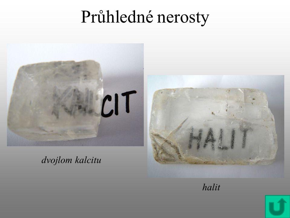 Průhledné nerosty dvojlom kalcitu halit
