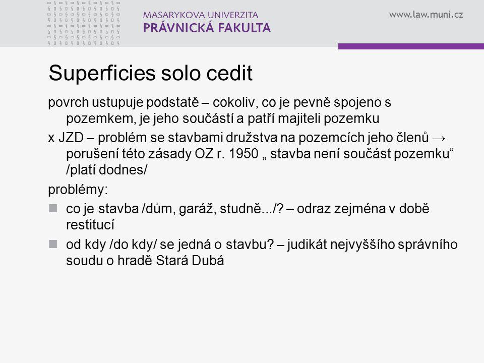 www.law.muni.cz Superficies solo cedit povrch ustupuje podstatě – cokoliv, co je pevně spojeno s pozemkem, je jeho součástí a patří majiteli pozemku x