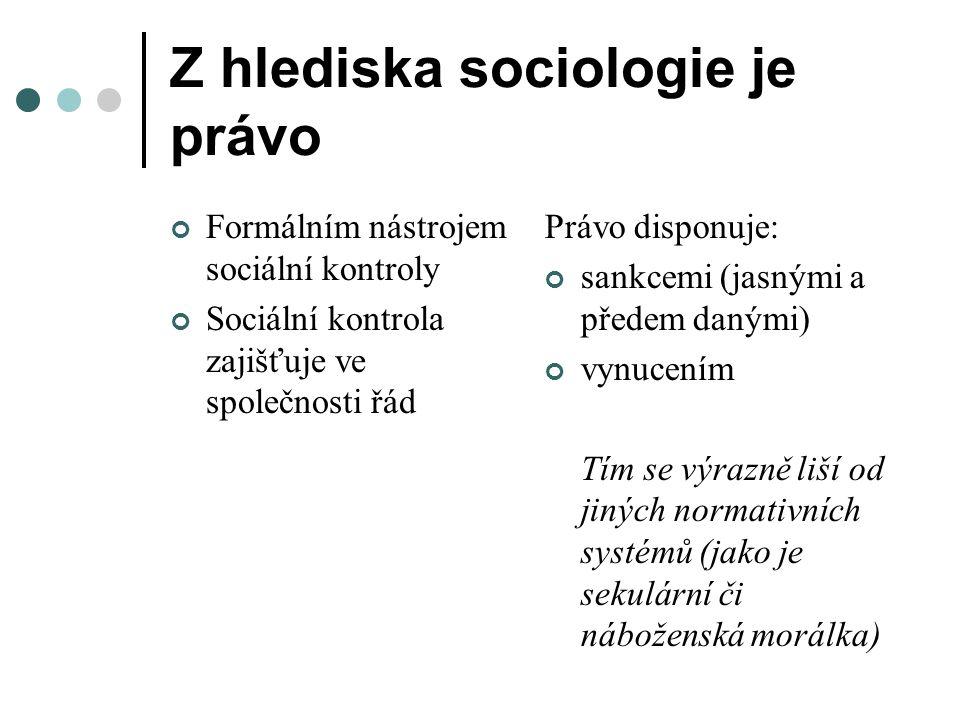 Z hlediska sociologie je právo Formálním nástrojem sociální kontroly Sociální kontrola zajišťuje ve společnosti řád Právo disponuje: sankcemi (jasnými a předem danými) vynucením Tím se výrazně liší od jiných normativních systémů (jako je sekulární či náboženská morálka)