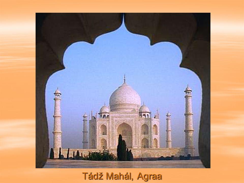 Když Mumtaz Mahal, manželka císaře Mogula Šacha Jahana, okolo roku 1630 zemřela, nařídil tento císař postavit pro ni mausoleum z bílého mramoru.