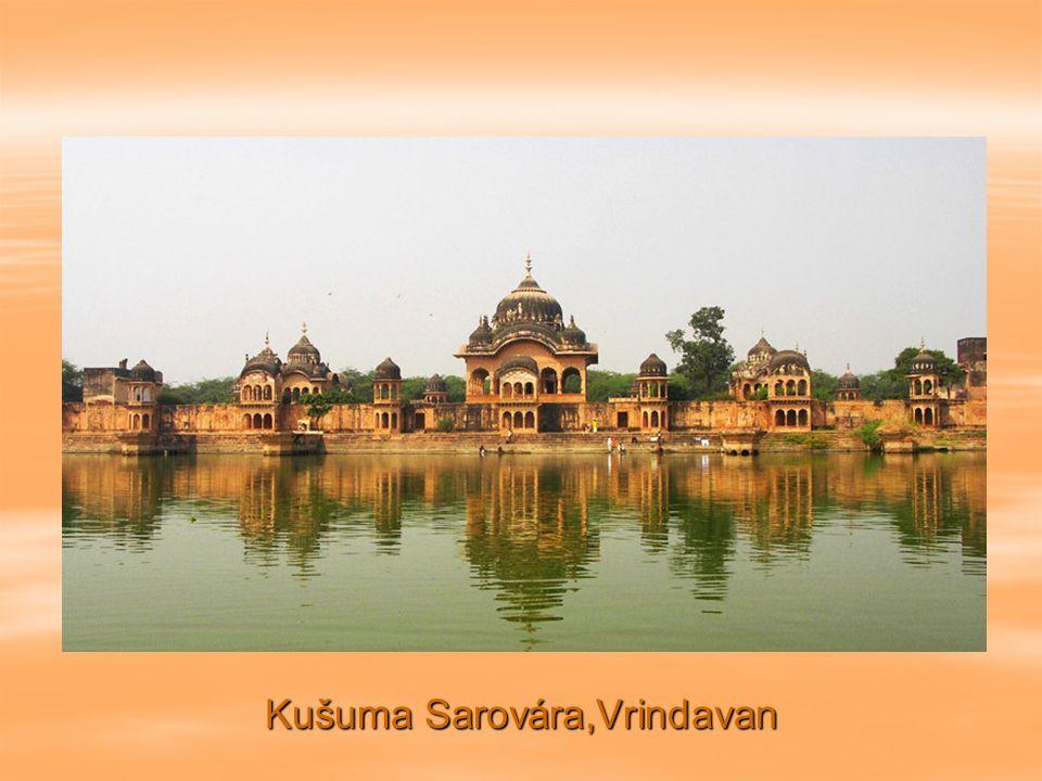 Tádž Mahál, Agra. Pohled z východu.