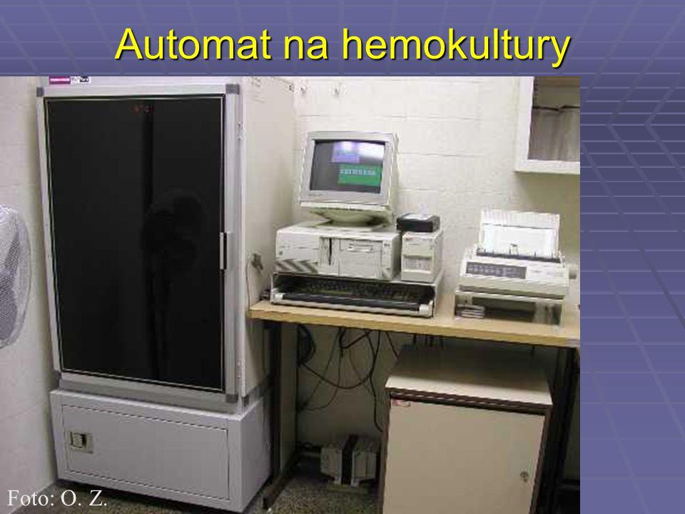 Automat na hemokultury Foto: O. Z.