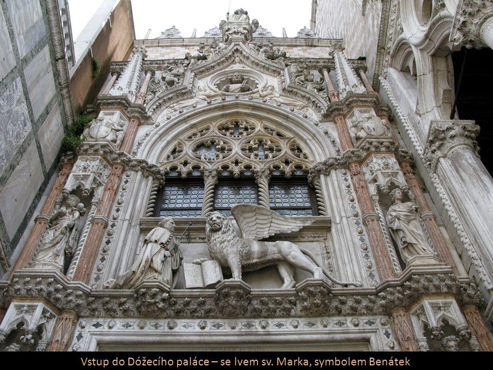 Vstup do Dóžecího paláce – se lvem sv. Marka, symbolem Benátek