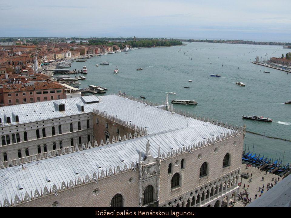 Dóžecí palác s Benátskou lagunou