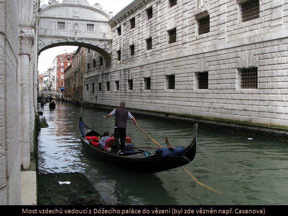 Most vzdechů vedoucí z Dóžecího paláce do vězení (byl zde vězněn např. Casanova)