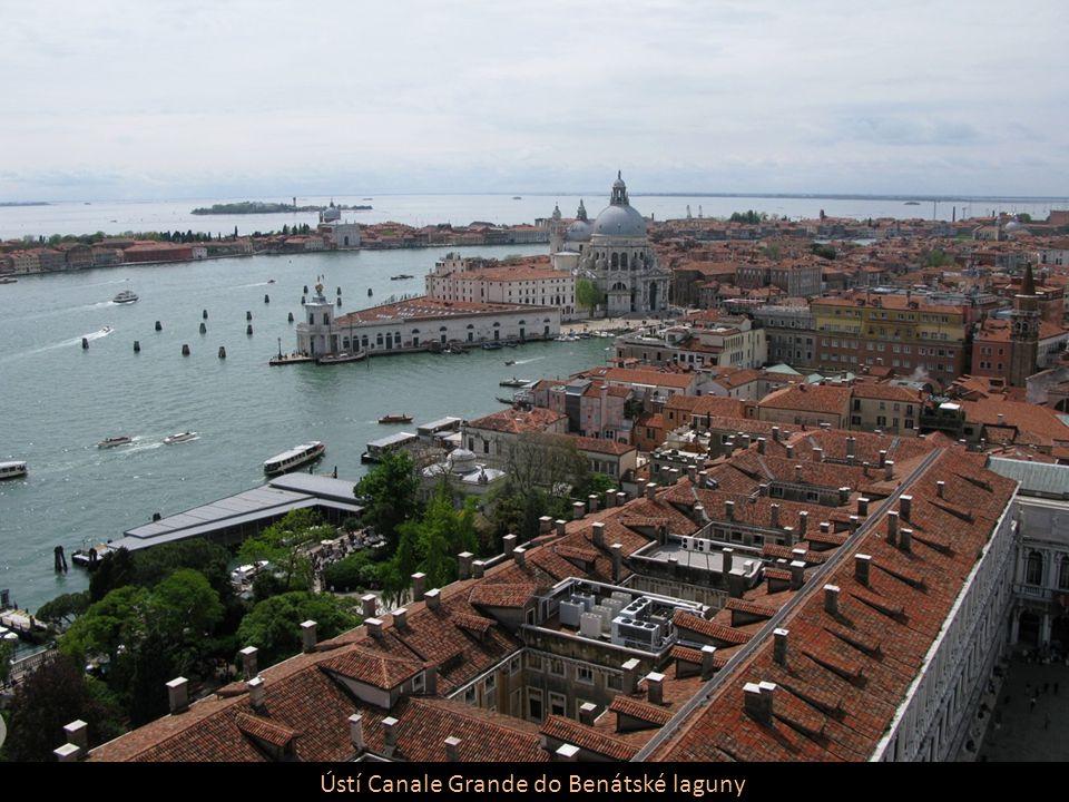 Ústí Canale Grande do Benátské laguny