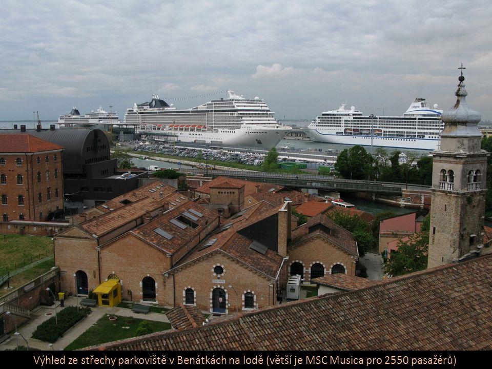 Lodí po Canale Grande – hlavní dopravní tepně města