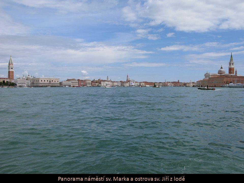 Panorama náměstí sv. Marka a ostrova sv. Jiří z lodě