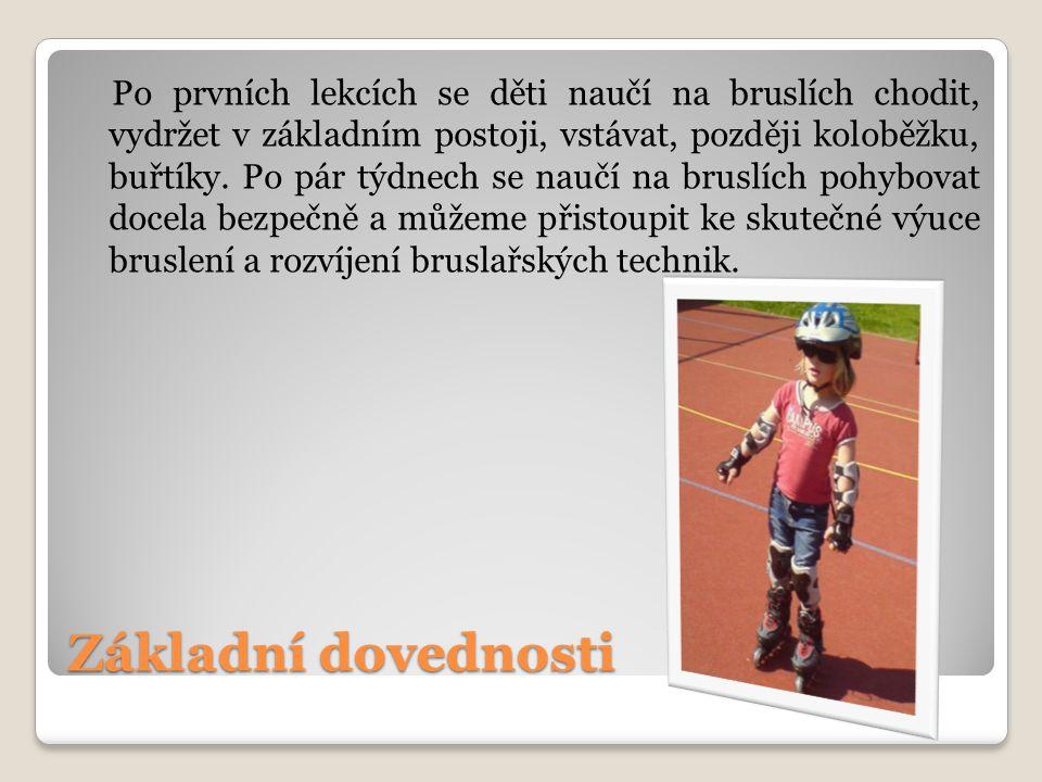 Základní dovednosti Po prvních lekcích se děti naučí na bruslích chodit, vydržet v základním postoji, vstávat, později koloběžku, buřtíky.