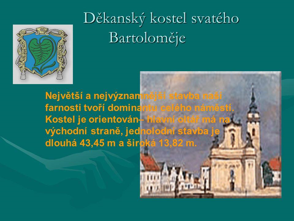 Největší a nejvýznamnější stavba naší farnosti tvoří dominantu celého náměstí. Kostel je orientován– hlavní oltář má na východní straně, jednolodní st