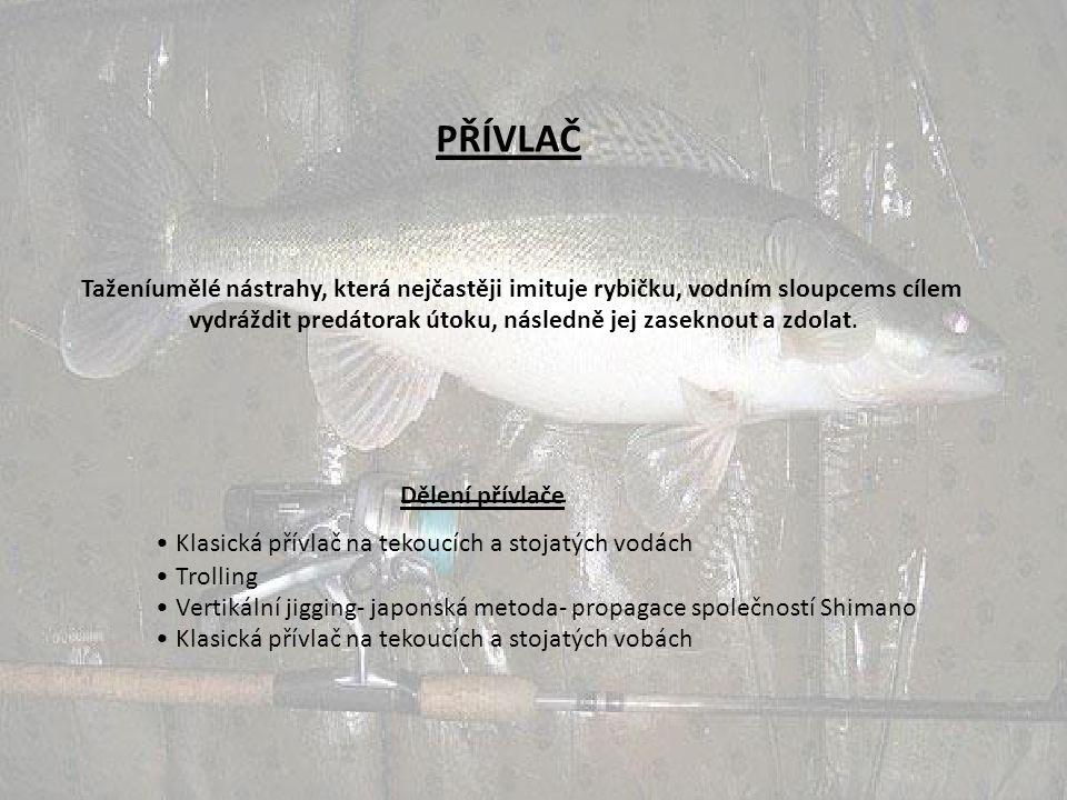 PŘÍVLAČ Taženíumělé nástrahy, která nejčastěji imituje rybičku, vodním sloupcems cílem vydráždit predátorak útoku, následně jej zaseknout a zdolat.
