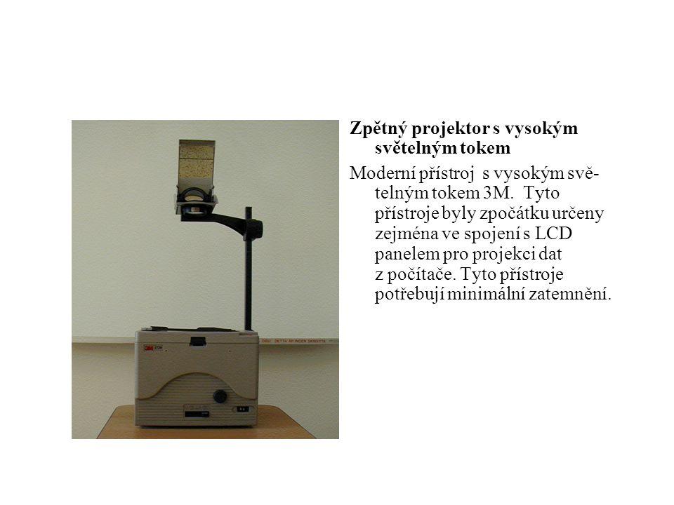 Zpětný projektor s vysokým světelným tokem Moderní přístroj s vysokým svě- telným tokem 3M. Tyto přístroje byly zpočátku určeny zejména ve spojení s L