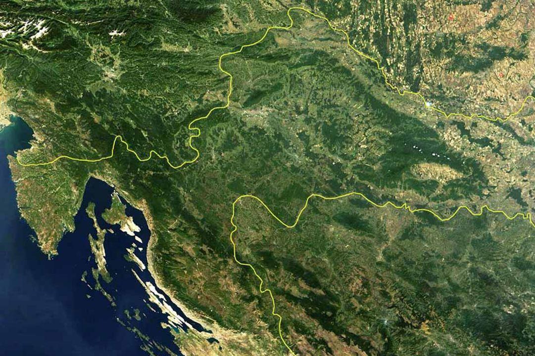 Chorvatsko – země tisíce ostrovů Je to jedno z nejvíce členitých pobřeží na světě. Chorvatsko má 1185 ostrovů, ostrůvků a útesů. Z tohoto počtu ostrov