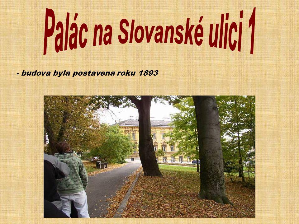 - vilu nechala postavit v roce 1867 rodina Sieglů, jejíž textilní firma patřila na konci 19.