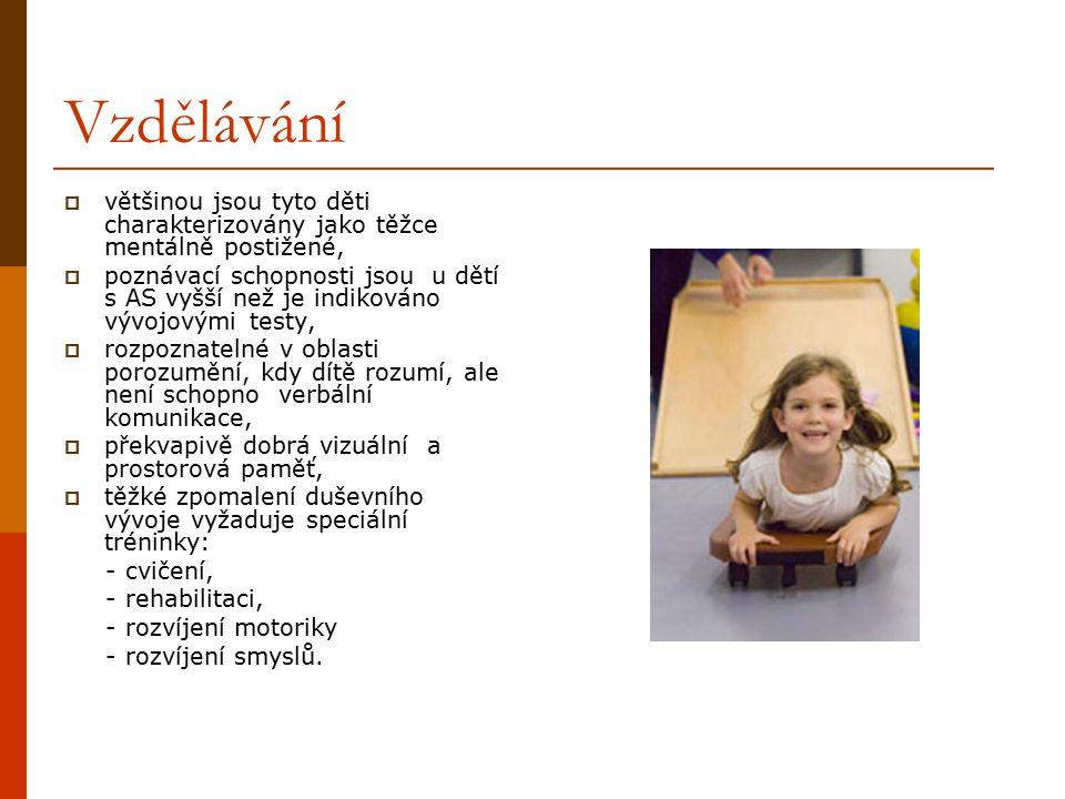 Vzdělávání  většinou jsou tyto děti charakterizovány jako těžce mentálně postižené,  poznávací schopnosti jsou u dětí s AS vyšší než je indikováno v