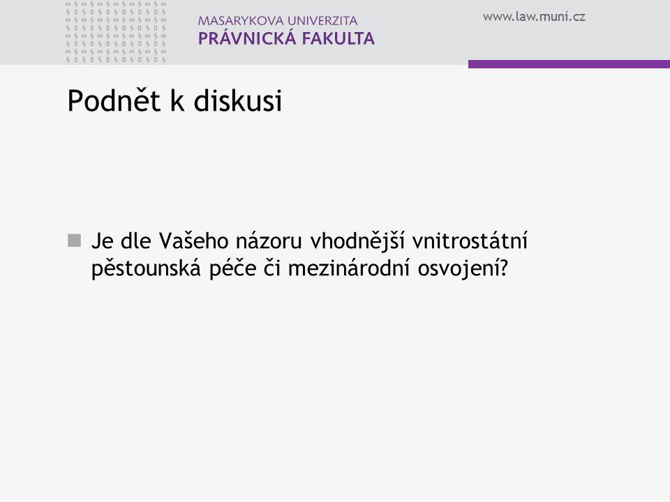 www.law.muni.cz Princip anonymity osvojení Úmluva se vztahuje na osvojení, které vytvoří trvalý vztah mezi rodiči a dětmi Úmluva předpokládá existenci právní úpravy osvojení, kdy není ukončen právní vztah dítěte k jeho biologickým rodičům Budoucí osvojitelé nebudou mít žádné styky s rodiči dítěte či osobou, jež má dítě v péči, dokud nebudou splněny podmínky čl.