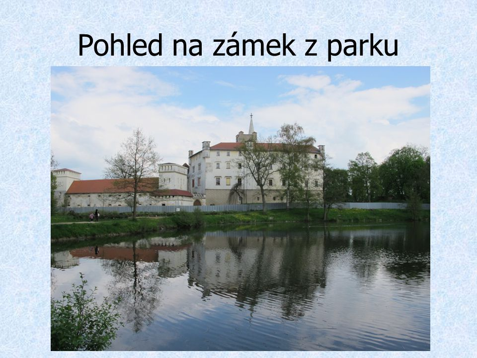 Pohled na zámek z parku