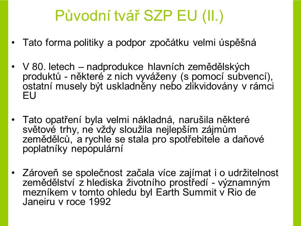 Přímé platby a platby vztažené na plochu (neinvestiční programy) Významnou složkou podpor do českého zemědělství jsou od roku 2004 přímé platby poskytované na hektar obhospodařované ZP či na stav chovaných zvířat Do oblasti přímých plateb patří tři základní typy podpor: –jednotná platba na plochu (SAPS) –doplňková platba k platbě na plochu (TOP-UP) –podpora méně příznivých oblastí a oblastí s ekologickými omezeními (LFA) K přímým platbám jsou zahrnuty platby na agroenvironmentální opatření (AEO), která jsou obdobně vyplácena na hektar obhospodařované zemědělské půdy Základním předpokladem čerpání všech těchto podpor je evidence využití zemědělské půdy podle uživatelských vztahů (LPIS) a dodržení minimální výměry půdních bloků