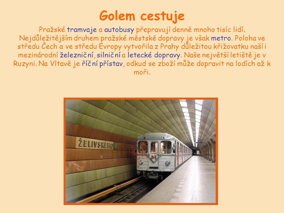 Golem cestuje Pražské tramvaje a autobusy přepravují denně mnoho tisíc lidí.