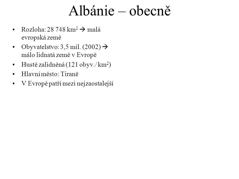 Albánie – obecně Rozloha: 28 748 km 2  malá evropská země Obyvatelstvo: 3,5 mil. (2002)  málo lidnatá země v Evropě Hustě zalidněná (121 obyv./ km 2